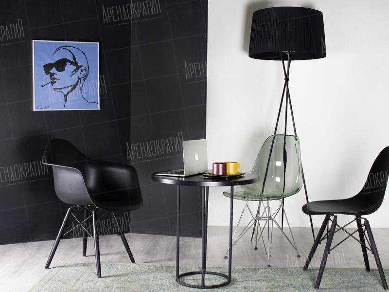 Стул Eames Basic Dark в интерьере